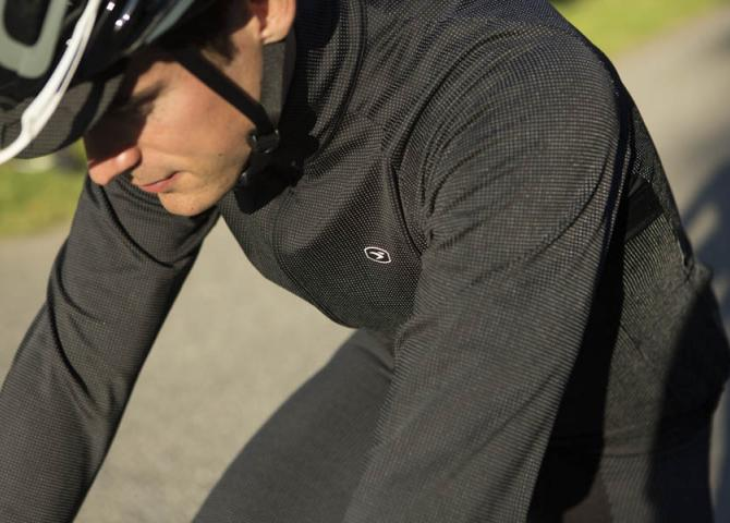 Close up of Zap fabric on The Zap Thermal Long Sleeve Jersey & Zap Thermal Knicker of all-new Zap MidZero fabric